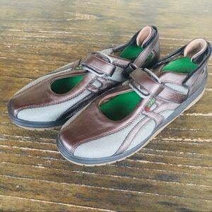 Womens Sano by Mephisto leather sneakers sz. 10.5